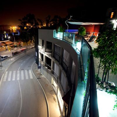 Urbanistična ureditev trga in mansardnega stanovanja (PZI) v večstanovanjski stavbi ob Ukmarjevem trgu.